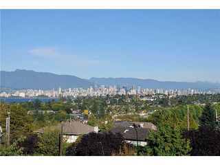 "Photo 2: 3921 W 12TH Avenue in Vancouver: Point Grey House for sale in ""POINT GREY"" (Vancouver West)  : MLS®# V924833"