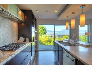 "Photo 4: 3921 W 12TH Avenue in Vancouver: Point Grey House for sale in ""POINT GREY"" (Vancouver West)  : MLS®# V924833"