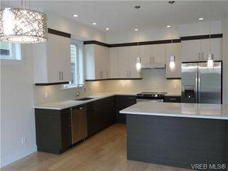 Photo 2: 119 St. Lawrence Street in VICTORIA: Vi James Bay Strata Duplex Unit for sale (Victoria)  : MLS®# 331823