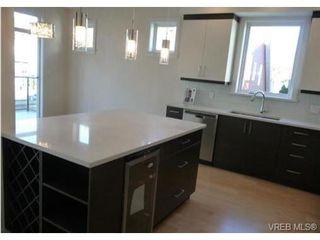 Photo 3: 119 St. Lawrence Street in VICTORIA: Vi James Bay Strata Duplex Unit for sale (Victoria)  : MLS®# 331823