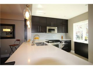 "Photo 2: 1337 W 8TH Avenue in Vancouver: Fairview VW Townhouse for sale in ""FAIRVIEW VILLAGE"" (Vancouver West)  : MLS®# V1114051"