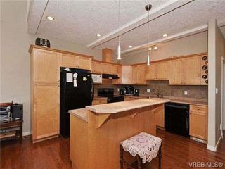 Photo 6: 3 4079 Douglas St in VICTORIA: SE High Quadra Row/Townhouse for sale (Saanich East)  : MLS®# 704538