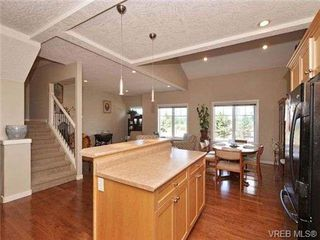 Photo 8: 3 4079 Douglas St in VICTORIA: SE High Quadra Row/Townhouse for sale (Saanich East)  : MLS®# 704538