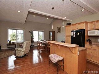 Photo 7: 3 4079 Douglas St in VICTORIA: SE High Quadra Row/Townhouse for sale (Saanich East)  : MLS®# 704538