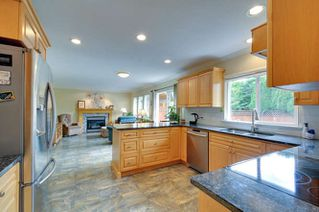 """Photo 4: 6880 181 Street in Surrey: Cloverdale BC House for sale in """"CLOVERWOODS"""" (Cloverdale)  : MLS®# R2001662"""