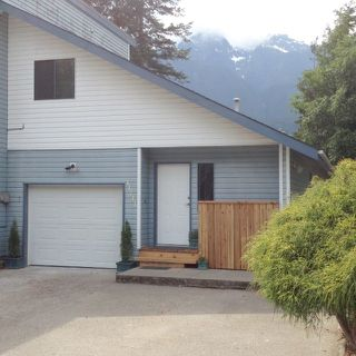 Photo 2: 41741 DOGWOOD Place: Brackendale 1/2 Duplex for sale (Squamish)  : MLS®# R2066998
