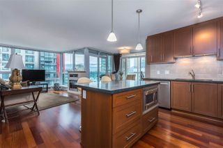 "Photo 2: 901 1189 MELVILLE Street in Vancouver: Coal Harbour Condo for sale in ""COAL HARBOUR"" (Vancouver West)  : MLS®# R2125909"
