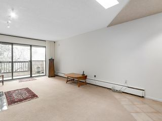 "Photo 3: 304 1484 CHARLES Street in Vancouver: Grandview VE Condo for sale in ""LANDMARK ARMS"" (Vancouver East)  : MLS®# R2153158"