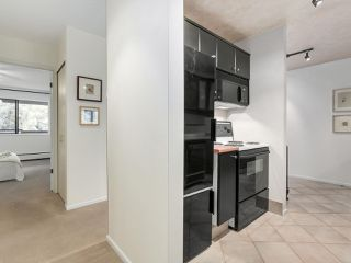 "Photo 2: 304 1484 CHARLES Street in Vancouver: Grandview VE Condo for sale in ""LANDMARK ARMS"" (Vancouver East)  : MLS®# R2153158"