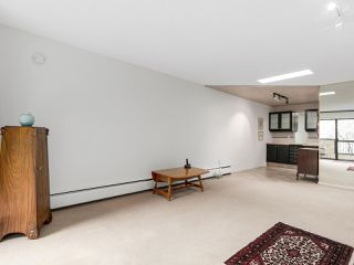 "Photo 5: 304 1484 CHARLES Street in Vancouver: Grandview VE Condo for sale in ""LANDMARK ARMS"" (Vancouver East)  : MLS®# R2153158"