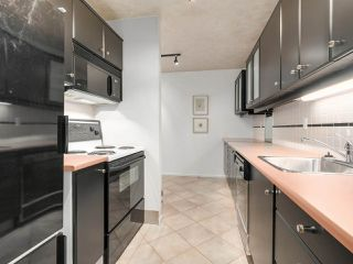 "Photo 11: 304 1484 CHARLES Street in Vancouver: Grandview VE Condo for sale in ""LANDMARK ARMS"" (Vancouver East)  : MLS®# R2153158"