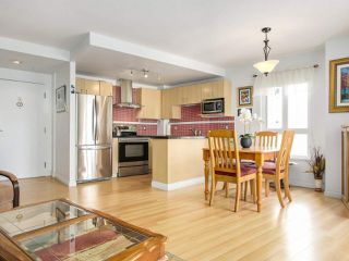 "Photo 10: 801 121 W 15TH Street in North Vancouver: Central Lonsdale Condo for sale in ""ALEGRIA"" : MLS®# R2196958"