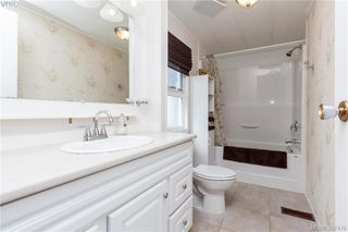 Photo 10: 18 124 Cooper Rd in VICTORIA: VR Glentana Manufactured Home for sale (View Royal)  : MLS®# 768456