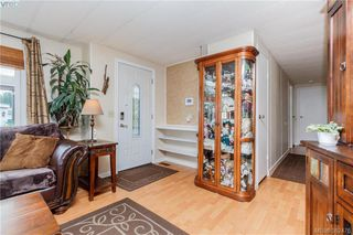 Photo 3: 18 124 Cooper Rd in VICTORIA: VR Glentana Manufactured Home for sale (View Royal)  : MLS®# 768456
