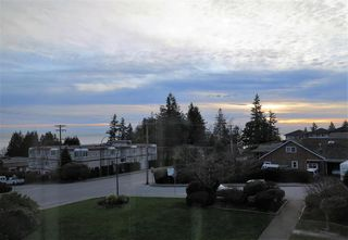 Photo 3: 302 14957 THRIFT AVENUE in South Surrey White Rock: Home for sale : MLS®# R2068236