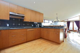 Photo 2: 2326 MARINE DRIVE in West Vancouver: Dundarave House 1/2 Duplex for sale : MLS®# R2230822