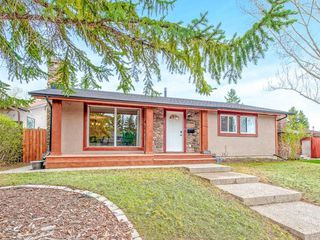 Photo 1: 6912 SILVERVIEW Road NW in Calgary: Silver Springs House for sale : MLS®# C4173709