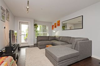 Photo 2: 103 2191 SHAUGHNESSY Street in Port Coquitlam: Central Pt Coquitlam Condo for sale : MLS®# R2280890