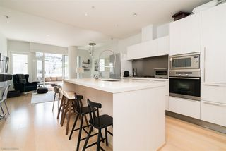 "Photo 5: 601 1633 ONTARIO Street in Vancouver: False Creek Condo for sale in ""KAYAK BUILDING"" (Vancouver West)  : MLS®# R2286705"