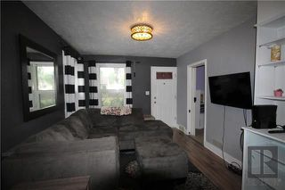 Photo 2: 213 Whittier Avenue West in Winnipeg: West Transcona Residential for sale (3L)  : MLS®# 1820712