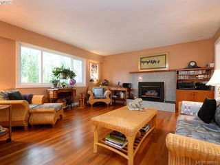 Photo 2: 10194 Third St in SIDNEY: Si Sidney North-East House for sale (Sidney)  : MLS®# 797387
