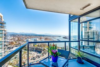 "Photo 2: 1903 11 E ROYAL Avenue in New Westminster: Fraserview NW Condo for sale in """"THE RESIDENCES OF VICTORIA HILL"""" : MLS®# R2354217"