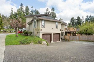 Photo 2: 1 FOXWOOD Court in Port Moody: Heritage Mountain House for sale : MLS®# R2375481