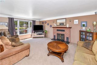 Photo 3: 906 Old Esquimalt Rd in VICTORIA: Es Old Esquimalt Single Family Detached for sale (Esquimalt)  : MLS®# 818030