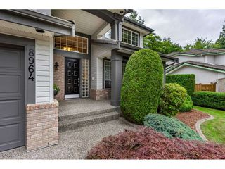Photo 2: 8964 207 Street in Langley: Walnut Grove House for sale : MLS®# R2385881