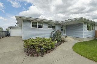 Photo 1: 23 AMHERST Crescent: St. Albert House for sale : MLS®# E4165073