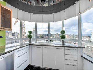 "Photo 11: 1003 1438 W 7TH Avenue in Vancouver: Fairview VW Condo for sale in ""DIAMOND ROBINSON"" (Vancouver West)  : MLS®# R2445837"
