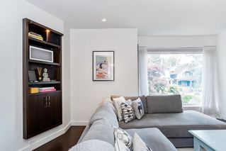 """Photo 3: 201 2252 W 5TH Avenue in Vancouver: Kitsilano Townhouse for sale in """"TIBURON"""" (Vancouver West)  : MLS®# R2476153"""