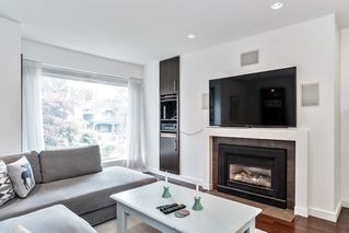 """Photo 2: 201 2252 W 5TH Avenue in Vancouver: Kitsilano Townhouse for sale in """"TIBURON"""" (Vancouver West)  : MLS®# R2476153"""