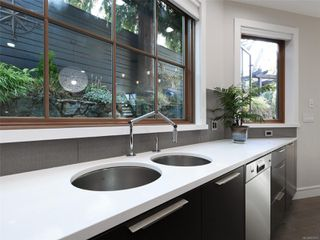 Photo 16: 2003 Runnymede Ave in : Vi Fairfield East House for sale (Victoria)  : MLS®# 853915