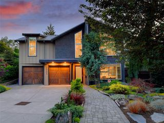Photo 2: 2003 Runnymede Ave in : Vi Fairfield East House for sale (Victoria)  : MLS®# 853915