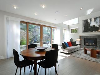 Photo 11: 2003 Runnymede Ave in : Vi Fairfield East House for sale (Victoria)  : MLS®# 853915