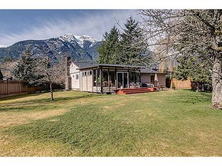 "Photo 13: 41550 GOVERNMENT Road in Squamish: Brackendale House for sale in ""BRACKENDALE"" : MLS®# V1051640"