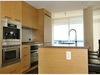 "Photo 2: 1101 15152 RUSSELL Avenue: White Rock Condo for sale in ""MIRAMAR TOWER A"" (South Surrey White Rock)  : MLS®# F1424101"