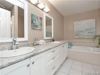 Photo 12: 2324 Evelyn Hts in VICTORIA: VR Hospital Single Family Detached for sale (View Royal)  : MLS®# 713463