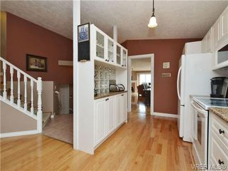 Photo 6: 2324 Evelyn Hts in VICTORIA: VR Hospital Single Family Detached for sale (View Royal)  : MLS®# 713463