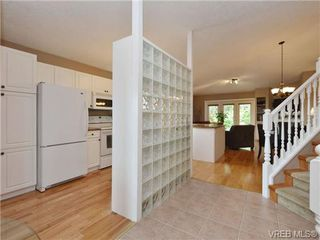 Photo 5: 2324 Evelyn Hts in VICTORIA: VR Hospital Single Family Detached for sale (View Royal)  : MLS®# 713463