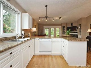 Photo 7: 2324 Evelyn Hts in VICTORIA: VR Hospital Single Family Detached for sale (View Royal)  : MLS®# 713463