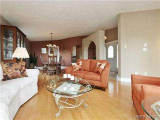 Photo 3: 2324 Evelyn Hts in VICTORIA: VR Hospital Single Family Detached for sale (View Royal)  : MLS®# 713463
