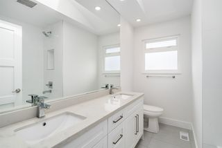 Photo 12: 2490 E PENDER Street in Vancouver: Renfrew VE House for sale (Vancouver East)  : MLS®# R2066013