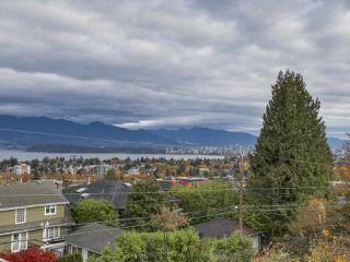 Photo 3: 3949 W 13TH Avenue in Vancouver: Point Grey House for sale (Vancouver West)  : MLS®# R2119677