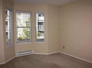 """Photo 13: 206 9946 151 Street in Surrey: Guildford Condo for sale in """"Westchester Place"""" (North Surrey)  : MLS®# R2169746"""