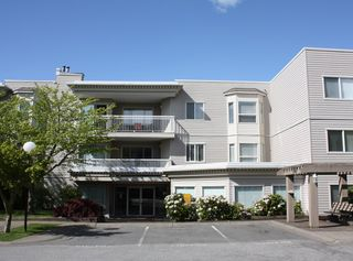 """Photo 1: 206 9946 151 Street in Surrey: Guildford Condo for sale in """"Westchester Place"""" (North Surrey)  : MLS®# R2169746"""