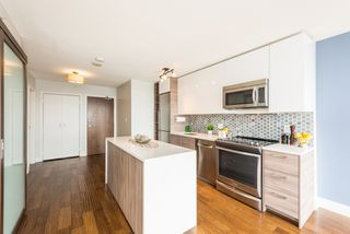 "Photo 3: 1610 550 TAYLOR Street in Vancouver: Downtown VW Condo for sale in ""The Taylor"" (Vancouver West)  : MLS®# R2251836"