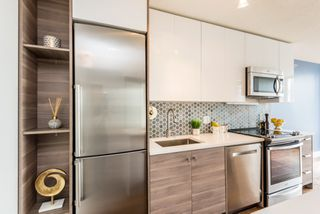 "Photo 6: 1610 550 TAYLOR Street in Vancouver: Downtown VW Condo for sale in ""The Taylor"" (Vancouver West)  : MLS®# R2251836"