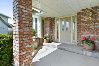 "Photo 2: 6289 187 Street in Surrey: Cloverdale BC House for sale in ""EAGLE CREST"" (Cloverdale)  : MLS®# R2266514"